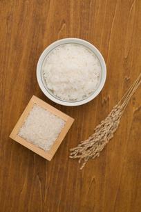 ご飯と白米と稲穂の写真素材 [FYI04560178]
