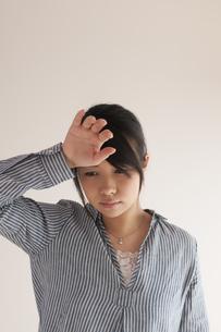 熱がある女性の写真素材 [FYI04560444]