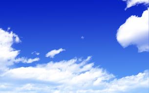 青空と白い雲の写真素材 [FYI04560517]