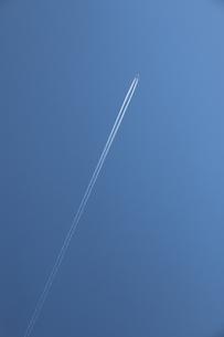 ひこうき雲の写真素材 [FYI04561082]