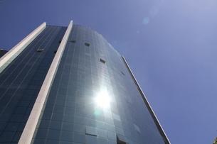 サンパウロのガラス張りのオフィスビルの写真素材 [FYI04561318]