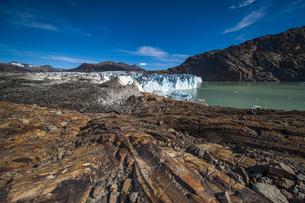 パタゴニア・ビエドマ氷河と氷河の 擦痕の写真素材 [FYI04561420]