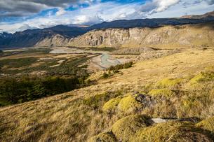 パタゴニアの谷と草原の写真素材 [FYI04561434]