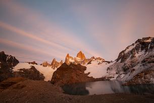 パタゴニアの名峰フィッツロイの朝焼けの写真素材 [FYI04561470]
