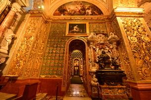 思うに<世界一豪華絢爛な聖堂> 聖ヨハネ准司教座聖堂(バレッタ<マルタ島>)の写真素材 [FYI04562068]