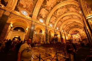 思うに<世界一豪華絢爛な聖堂> 聖ヨハネ准司教座聖堂(バレッタ<マルタ島>)の写真素材 [FYI04562139]