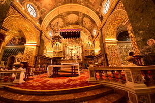 思うに<世界一豪華絢爛な聖堂> 聖ヨハネ准司教座聖堂(バレッタ<マルタ島>)の写真素材 [FYI04562140]