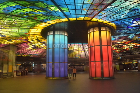 世界で2番目に美しい地下鉄駅 美麗島駅(高雄<台湾>)の写真素材 [FYI04562226]
