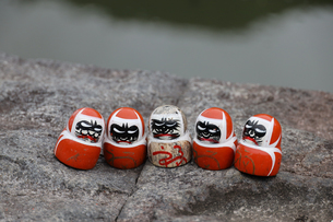 勝尾寺勝ちダルマの写真素材 [FYI04562325]