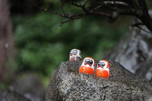 勝尾寺勝ちダルマの写真素材 [FYI04562329]