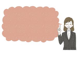 スーツ-女性-ピンクの吹き出し-笑顔のイラスト素材 [FYI04563014]