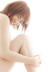20代日本人女性のビューティーヌードの写真素材 [FYI04565719]
