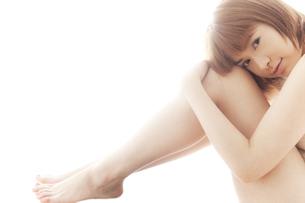 20代日本人女性のビューティーヌードの写真素材 [FYI04565724]