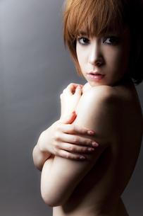20代日本人女性のビューティーヌードの写真素材 [FYI04565731]