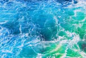 エメラルドグリーンの海 Emerald green seaの写真素材 [FYI04565833]