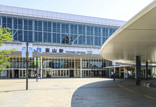 JR富山駅南口風景の写真素材 [FYI04565875]