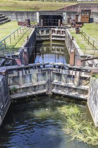 富岩運河上流部に設置された牛島閘門の写真素材 [FYI04565883]