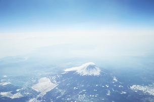 富士山 空撮の写真素材 [FYI04567294]