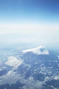 富士山 空撮の写真素材 [FYI04567296]