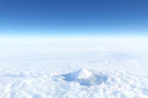 富士山 空撮の写真素材 [FYI04567299]