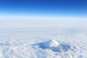 富士山 空撮の写真素材 [FYI04567300]