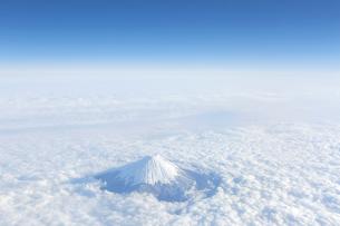 富士山 空撮の写真素材 [FYI04567301]