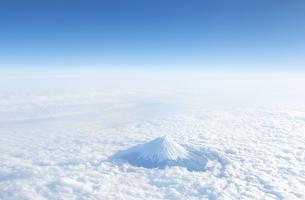 富士山 空撮の写真素材 [FYI04567302]