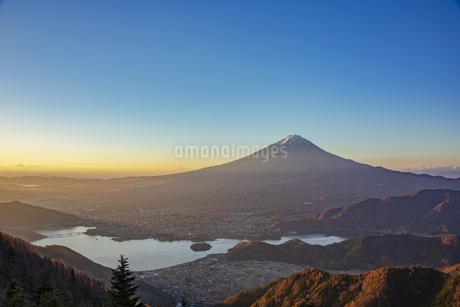 富士山と河口湖の写真素材 [FYI04567310]
