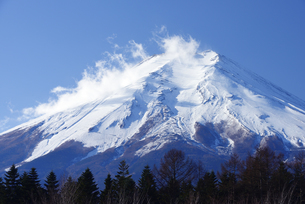 山梨県 富士吉田市より富士山の写真素材 [FYI04567975]