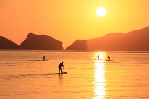 沖縄の海 夕凪の頃の写真素材 [FYI04568347]