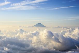 山梨県 南アルプス北岳より富士山と雲海の写真素材 [FYI04568472]