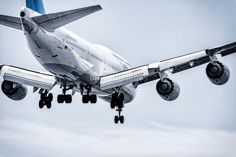 飛行機 airplaneの写真素材 [FYI04568642]
