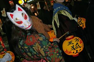 12月 王子狐の行列  -関東の祭り-の写真素材 [FYI04568903]