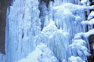 1月 木曽御嶽山 新滝の氷瀑の写真素材 [FYI04568913]
