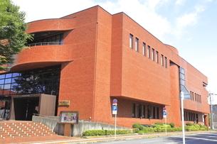 ひの煉瓦ホール(日野市民会館)の写真素材 [FYI04568971]