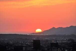 深紅の夕焼けの写真素材 [FYI04569236]