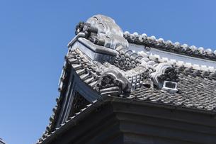 鬼瓦 小江戸川越蔵の街の写真素材 [FYI04569548]