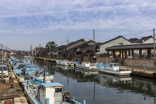 内川 漁船と運河 の写真素材 [FYI04569893]