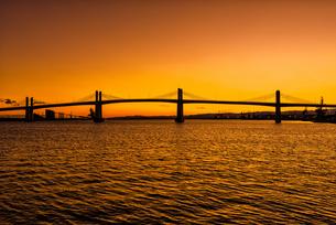 夕暮れの小名浜港 Sunset view at Onahama Japanの写真素材 [FYI04570351]