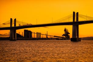 夕暮れの小名浜港 Sunset view at Onahama Japanの写真素材 [FYI04570352]