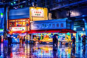 雨の日の繁華街(東京) Downtown area of rain(Tokyo Japan)の写真素材 [FYI04570366]