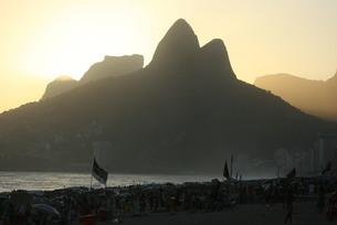 ブラジル・イパネマ海岸の夕景の写真素材 [FYI04570757]