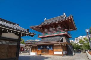 四天王寺北鐘堂の写真素材 [FYI04571269]