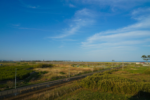 仙台市荒浜小学校から見える荒浜海岸の写真素材 [FYI04571858]