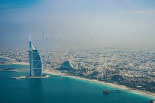 ドバイ(アラブ首長国連邦)の都市風景の写真素材 [FYI04572032]