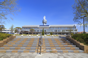 邑楽町役場と邑楽町シンボルタワーの写真素材 [FYI04572238]