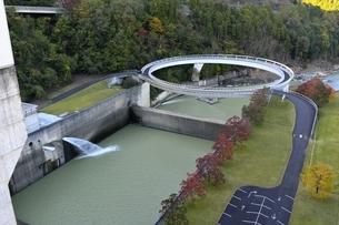 京都,日吉ダム,円形橋の写真素材 [FYI04572590]