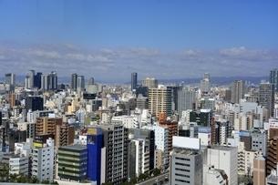 大阪,ビルの屋上からビル街を見るの写真素材 [FYI04572614]
