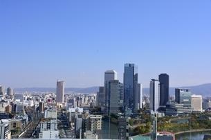 大阪,ビルの屋上からビジネスパーク街を見るの写真素材 [FYI04572637]