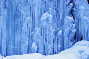 2月 氷瀑の世界 -南牧(みなみまき)村の湯川渓谷-の写真素材 [FYI04572708]